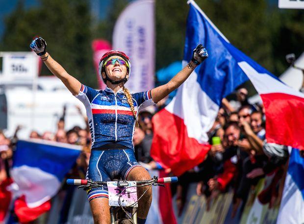 Ferrand-Prevot ganando el Mundial de XCO. Foto: © Liv